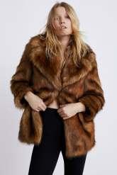 Manteau en fausse fourrure - ZARA